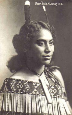 Maori Wahine (woman) Vintage Photography, Portrait Photography, Maori People, Tribal People, Polynesian People, Maori Designs, Maori Art, Aesthetic People, First Nations