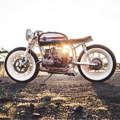 "9,105 Likes, 29 Comments - Cafe Racers of Instagram (@caferacersofinstagram) on Instagram: ""Those white walls though. A beauty of a BMW R80 'Boardracer' by @hutchbilt. Beautiful! Photo by…"""