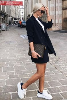 Women's summer fashion: casual chic outfit with black blazer, white top, Alexander Mcqueen sneakers and Louis Vuitton clutch Sneakers Outfit Summer, Sneaker Outfits Women, Sneakers Fashion Outfits, Mode Outfits, Work Sneakers, Casual Sneakers, Sneakers Nike, Alexander Mcqueen Sneakers Women, Alexander Mcqueen Clothing
