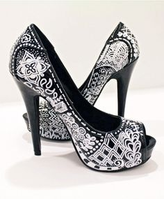 Zentangle pumps ❀Paint on shoes? Dream Shoes, Crazy Shoes, Me Too Shoes, Christian Louboutin, Shoe Boots, Ankle Boots, Shoes Heels, Louboutin Shoes, Pumps