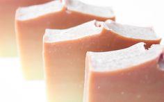 recette savon dégradé saponification à froid huiles essentielles orange patchouli Hygiene, Patchouli, Healthy Mind, Diy Beauty, Panna Cotta, Artisan, Soap, Pudding, Fruit