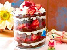 Unser beliebtes Rezept für Erdbeer-Schoko-Schichtspeise und mehr als 55.000 weitere kostenlose Rezepte auf LECKER.de.