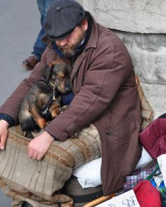Dogs that are treated properly have the best temperaments and they hold no reservations in showing the love they have received. 5 Ways How To Show Your Dog Love Pet Dogs, Dogs And Puppies, Dog Cat, Animals And Pets, Cute Animals, Homeless People, Homeless Dogs, Tier Fotos, Helping The Homeless
