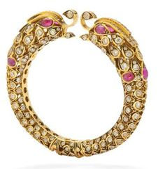 Statement peacock kangan or kada Jewelry Design Earrings, Head Jewelry, Wedding Jewelry, Gold Kangan, India Jewelry, Jewelry Patterns, Jewelry Collection, Jewelery, Fashion Jewelry