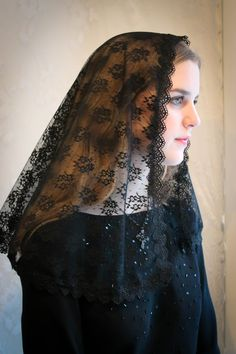 Evintage Veils~ Black Chantilly Lace Mantilla Chapel Veil Classic D Shape by EvintageVeils on Etsy