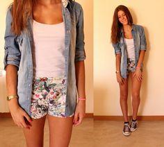 florale Hotpants und langes Hemd Denim