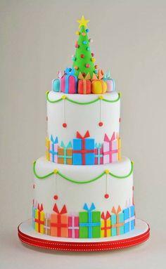 Encomendas de Natal colorido em camadas do bolo de férias