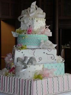 Presents wedding cake