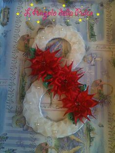 Ghirlanda creata interamente a mano con nastri di raso ideale per rendere il vostro Natale unico e particolare, misura circa 22 cm x12.5 cm, i