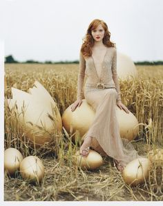 70's Style Gown. So Studio 54 plunging neckline. Lily Cole - Tim Walker -December 2004 issue. ☮k☮ #TiMwAlKeR