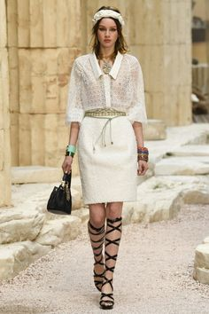 Chanel  #VogueRussia #resort #springsummer2018 #Chanel #VogueCollections