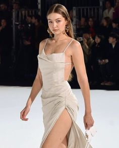 Gigi Hadid Cream Jacquemus Backless Dress Ramp Walk Paris 2020 on SASSY DAILY - - Gigi Hadid Ramp Walk in a Revealing Cream Jacquemus Maxi Dress That Showcased Her Long Legs Walking Ramp for Jacquemus Menswear PFW Show Paris, Autumn Winter Fashion Week, Runway Fashion, Fashion Show, Fashion Outfits, Style Fashion, Fashion Jewelry, Fashion Tips, Fashion Design, Gigi Hadid Outfits