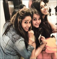 Asha negi shopping with her friends
