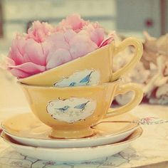 antique tea cups | Wedding inspiration - Vintage tea cups | CRAZY ABOUT WEDDINGS