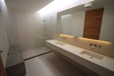 Clean and simple with glass shower #minimalist #bathroom \ CASA oZs0 by: Taller 33 ARQ \ Lima, Peru