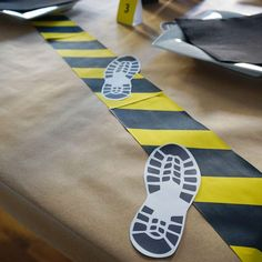 DIY detective party decoration to tinker, escape room & crime dinner decoration Escape Room Diy, Detective Party, Police Party, Berta, Spy Party, Deco Table, Birthday Party Decorations, Halloween Crafts, Crime