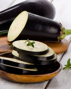 Eggplant is now in season! The skin of an eggplant is full of fiber, potassium and antioxidants. Try adding eggplant as a side dish to your Jenny Craig meals this week. Veggie Recipes Healthy, Vegetarian Recipes, Roast Eggplant, Eating Vegetables, Nutrition, Vegan Dishes, Vegetable Dishes, Food Inspiration, Food And Drink