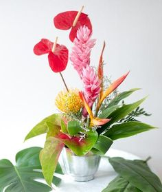 Fresh Flower Arrangement 1st Birthday Parties, Birthday Gifts, Fruit Gifts, Fresh Flowers, Red And Pink, Color Mixing, Special Gifts, Anniversary Gifts, Hawaiian