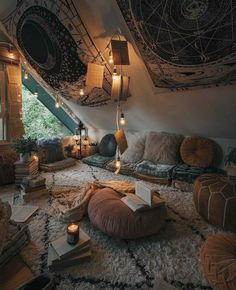Ideal cozy room at the Asphine House - CozyPlaces Chill Room, Cozy Room, Chill Out Room Ideas, Room Ideas Bedroom, Bedroom Decor, Hangout Room, Hippy Room, Cute Room Decor, Hippie Room Decor