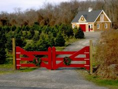 Barn Homes: Comfort and Joy Yankee Barn Homes- I can completely picture myself living here Farm Entrance, Driveway Entrance, Entrance Gates, Yankee Barn Homes, Christmas Farm, Christmas Trees, Christmas Feeling, Xmas, Gazebo