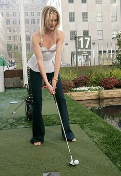 Cameron Diaz - prefers to golf without shoes! Cameron Diaz, Girl Golf Outfit, Cute Golf Outfit, Girls Golf, Ladies Golf, Golf Handicap, Golf Holidays, Golf Pictures, Most Popular Sports