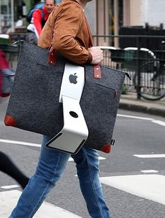 Created by iMac users at an East London hackathon, it lets you pack your workspace into a carry-on sized bag and sling it over your shoulder. Macbook Pro 13 Pouces, Apple Iphone, Apple Laptop, Thunderbolt Display, Tech Branding, Iphones For Sale, Unlock Iphone, Drive Bay, Memory Module