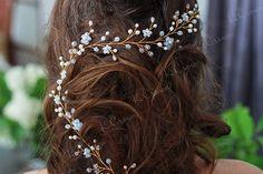 Long hair vine - Wedding hair vine - Crystal hair vine - Pearl bridal headpiece - Pearl Bridal vine - Bridal pearl halo - Bridal hair accessory ----------------------------... #hairvine #longhairvine #weddinghairvine #crystalhairvine #bridalhairvine #bridalheadpiece #hairaccessories #pearlflowerhairvine #pearlbridalvine #rosegoldhairvine ➡️ http://jto.li/qR8ky