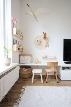 Weekend DIY: van loos hoekje naar speeltafel in een handomdraai — sevencouches - Kent jouw woonkamer ook een 'speelhoek'? Trendy Bedroom, Kids Bedroom, Bedroom Decor, Bedroom Lighting, Bedroom Ideas, Bedroom Simple, Room Kids, Light Bedroom, Bedroom Furniture
