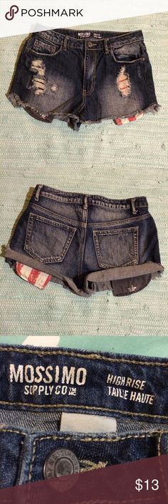 MOSSIMO CUT OFF SHORTS Mossimo manufactured distressed /damaged highrise cutoff Jean shorts with red/white& blue pockets that show @bottom of pockets so cute on. High Rise -Taille Haute Mossimo Supply Co Shorts Jean Shorts