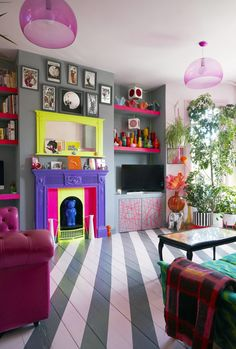 Tour of Wallpaper Designers Quirk & Rescue London Home My Living Room, Living Spaces, Home Interior Design, Interior Decorating, Luxury Interior, Colorful Apartment, Quirky Home Decor, Modern Decor, London Apartment