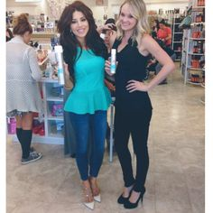 At @planetbeautyofficial Beauty Bazaar event in Laguna Niguel with my assistant @brittanyjo7190 #MilaniHair