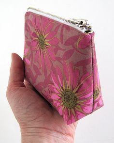 You SEW Girl: Zipper feet and zipped purses.