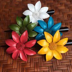 Leather Flower Hair Clip / Daisy / Handmade in Thailand Leather Flowers, Metal Flowers, Fabric Flowers, Paper Flowers, Flower Hair Clips, Flowers In Hair, Plastic Spoon Art, Flower Pot Art, Fiber Art Jewelry