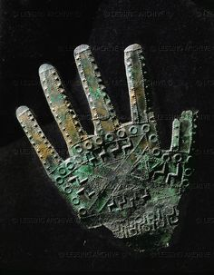 Sheet-bronze hand with dotted line geometric ornaments, from Kroell/Schmied-Kogel, Kleinklein, Austria. Historical Artifacts, Ancient Artifacts, Ancient Aliens, Ancient History, Alexandre Le Grand, Celtic Culture, Iron Age, Ancient Jewelry, Museum