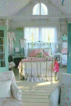 Shabby Chic furniture and style of decor displays more 'run down' or vintage items, or aged furniture. Shabby Chic is the perfect style balanced inbetween vintage and luxury, or '… Pretty Bedroom, Shabby Chic Bedrooms, Shabby Chic Cottage, Shabby Chic Homes, Shabby Chic Decor, White Bedroom, Romantic Shabby Chic, Vintage Shabby Chic, Romantic Beach