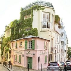 La Maison Rose in Montmartre, Paris