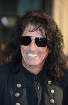 Alice Cooper Photos Photos - Musician Alice Cooper arrives at the premiere of Warner Bros. Pictures' 'Dark Shadows' at Grauman's Chinese Theatre on May 2012 in Hollywood, California. - Premiere Of Warner Bros. Alice Cooper, Rock N Roll Music, Rock And Roll, In Hollywood, Hollywood California, Go Ask Alice, Boogie Woogie, Steven Tyler, Musica
