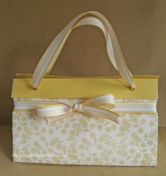 How stinkin' cute is this purse? And it's done using ONE piece of 12x12. When I saw this tutorial, I couldn't resist. I had to play immed...