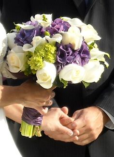 White roses, white call lilies, purple hydrangea, and the little green beans? (Minus the green what do you think Candis?)