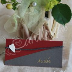 Tischkarte Adina in rot mit Herzen