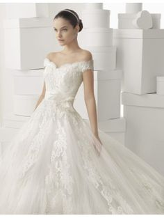Empire Line Sweetheart Cathedral Train Lace Tulle Bridal Gown