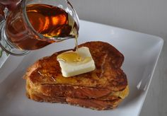 French Toast Recipe Challah French Toast Recipe - had this in NYC once, fell in love with this version of French Toast.Challah French Toast Recipe - had this in NYC once, fell in love with this version of French Toast. Challah French Toast Casserole, French Toast Bake, What's For Breakfast, Breakfast Recipes, Pancakes And Waffles, Yummy Food, Favorite Recipes, Maple Syrup, Diners