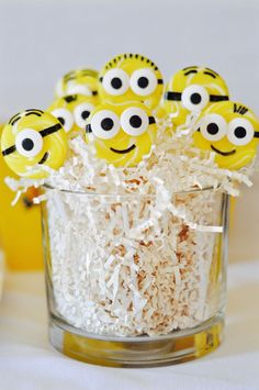 Get inspired with this creative & fun minions party! You'll love the minions sucker recipe, DIY minions paper lanterns, minions finger puppet craft & more! Diy Minion Birthday Party, Diy Party, Birthday Parties, Party Ideas, Paper Lantern Making, Paper Lanterns, Party Desserts, Party Cakes, Homemade Face Paints