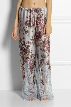 Rosamosario|Fiori In Un Letto Di Bambole silk-satin pajama pants. Look sooo comfy.
