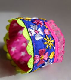 Armband aus Stoffresten / Wristbands made of scraps of fabric / Upcycling