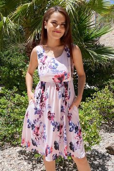 When you put on the Make My Dreams Come True Pink Floral Print Midi Dress, be ready to captivate! Floral print dances along this light blue lightweight, stretchy midi length dress. Rush Dresses, Party Dresses, Sorority Fashion, Rehearsal Dinner Dresses, Fall Skirts, Fashion Outfits, Work Fashion, Women's Fashion, Fashion Boutique
