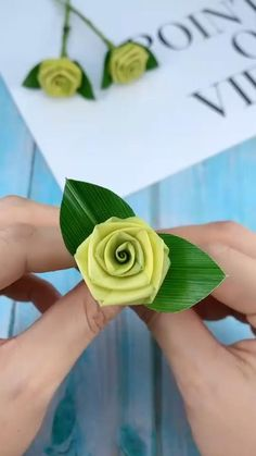 Diy Crafts Hacks, Diy Crafts For Gifts, Diy Arts And Crafts, Creative Crafts, Paper Flowers Craft, Flower Crafts, Diy Flowers, Fabric Flowers, Instruções Origami