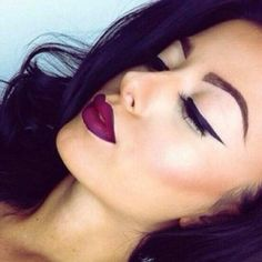 {MAKEUP INSPIRATION} Love this dark lip and winged eyeliner xx