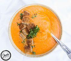 Jusia gotuje - szybkie, proste i smaczne przepisy dla całej rodziny.: Krem z pora, ziemniaka i pomidora z grzankami.