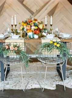 Bertoia chairs with floral decoration in orange and yellow colors. Wedding Themes, Wedding Designs, Wedding Styles, Wedding Ideas, Wedding Decorations, Wedding Gifts, Planners, Palm Springs Style, Modern Wedding Inspiration